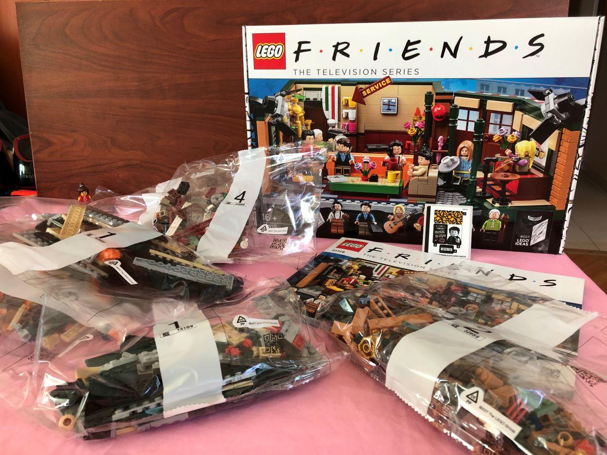 LEGO Central Perk İncelemesi - Kutu İçeriği